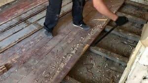 Демонтаж деревянного покрытия фото